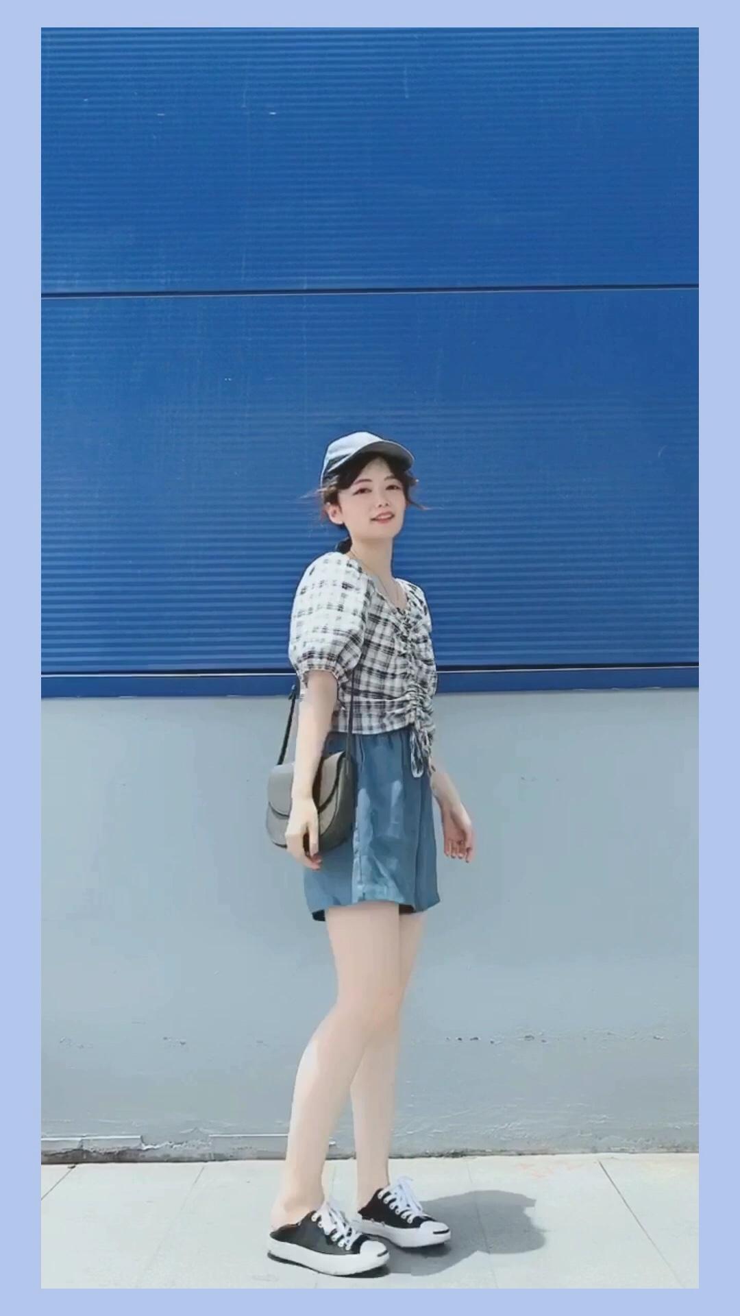 #高腰:长腿制造机本机!!!#  小个子夏日显高LOOK 短款抽绳上衣+裙裤 高腰线显高效果超级好哦 蓝色系hin显高最适合夏天啦