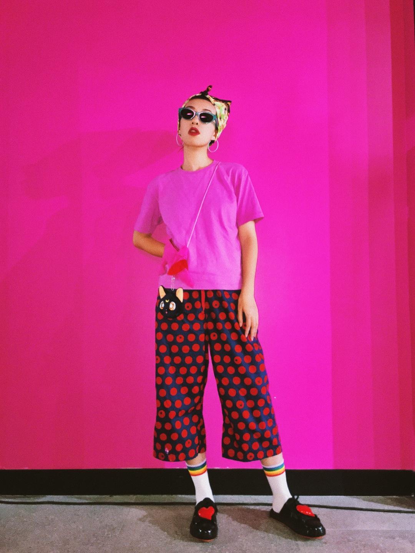 #银色情人节,我是这么脱单的# 最愛的桃色來襲~ ok 我真的不愛太無聊的粉色 所以一粉就粉個騷上天的💞😎 給酷女孩的粉色穿搭參考 粉色元素和配飾撞色不要太🆒