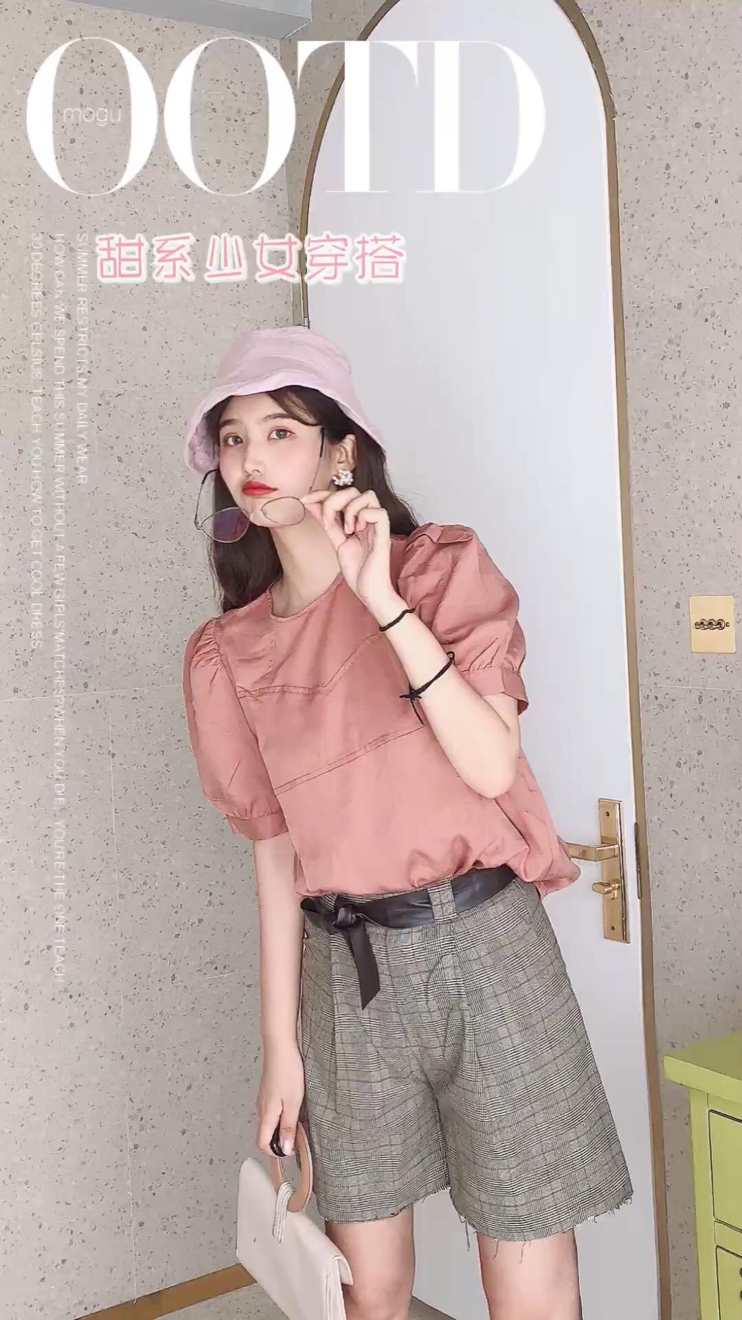 #日常时髦经:舒服最重要!#  粉色的初恋搭配来啦 粉色的泡泡袖上衣搭配格子的短裤 很有气质款的搭配哦 粉色的渔夫帽版型很不错啦 搭配上米色的包包 都是很有气质的单品搭配哦