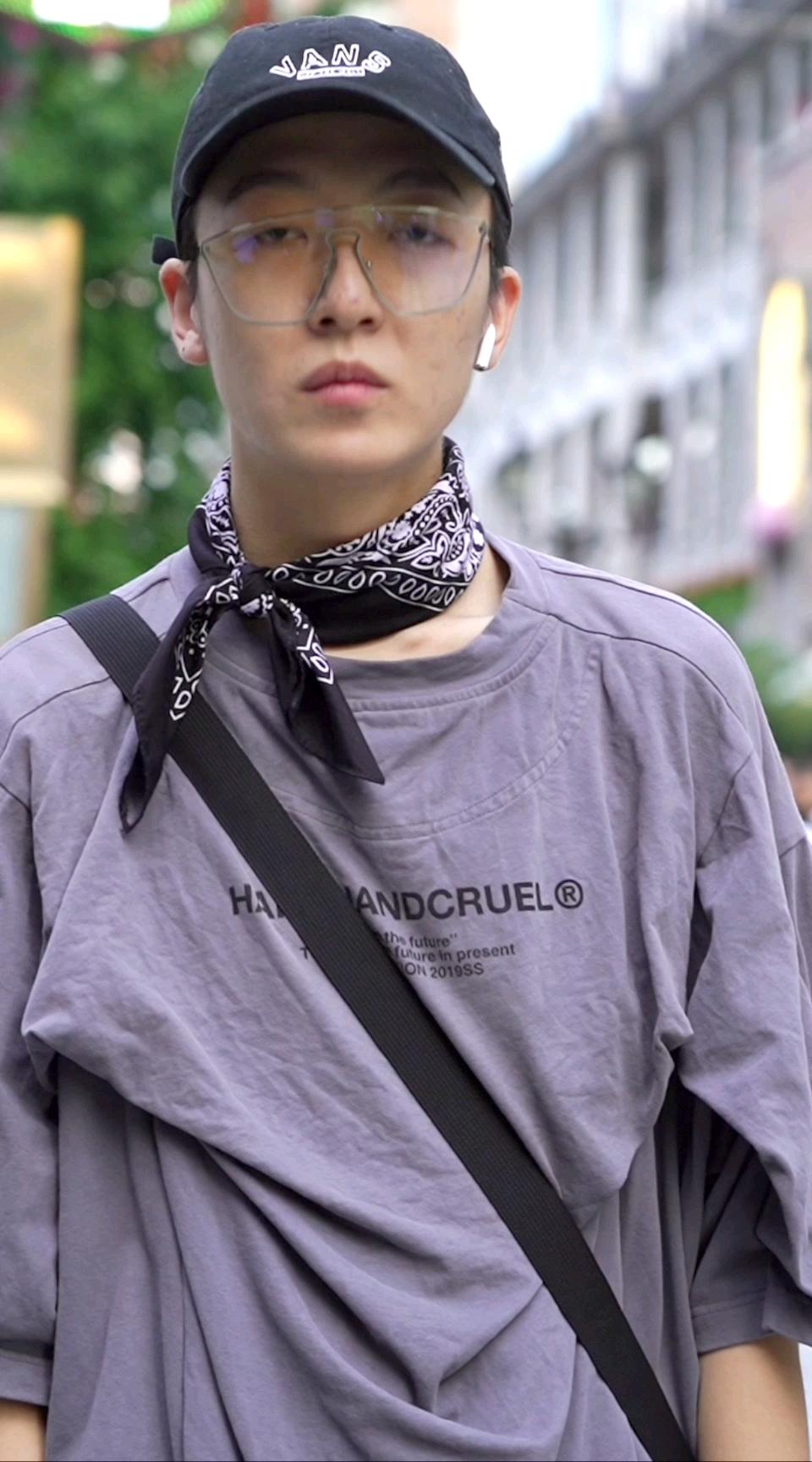 男生学会穿搭还有女生什么事?看最后这位武汉小哥真的很严格!#时尚# 如果拥有一种超能力,你希望是?