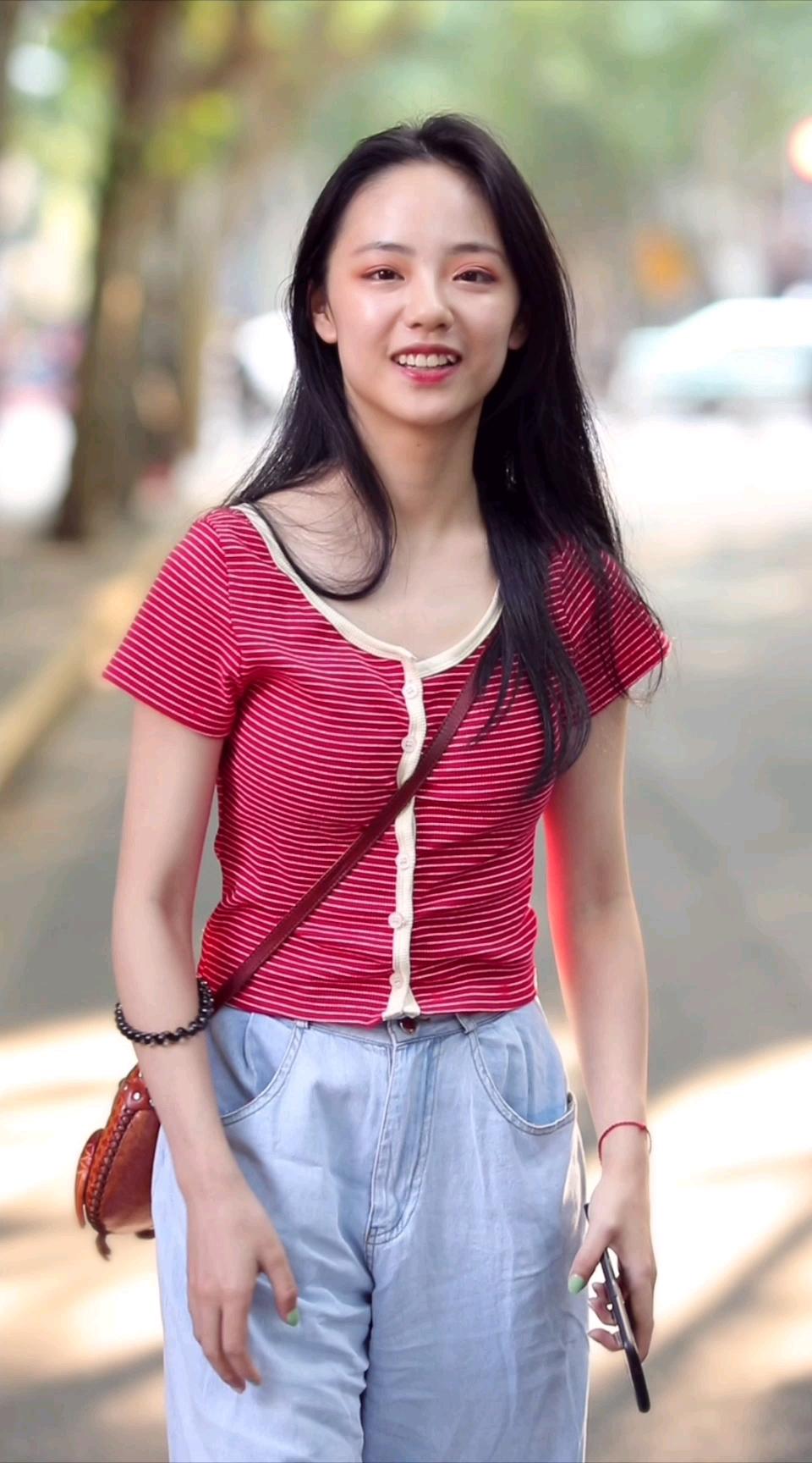 现在的高中生都这么会穿吗?这一身平价穿搭多少人粉?#街拍# 你在淘宝上买过最满意的单品是什么?