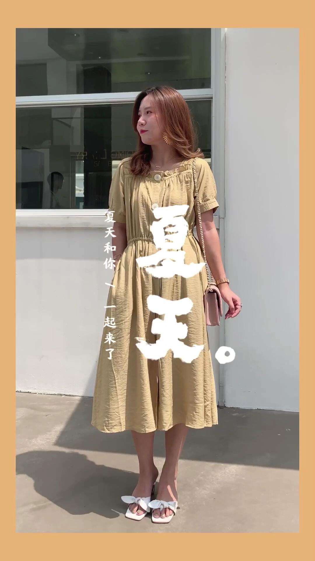#日瘦15斤,一条裙子搞定!# 显瘦的连衣裙,是微胖女孩的夏日穿搭 收腰,直筒,宽松,夏日藏肉小秘诀 穿上它让你日瘦15斤 舒适简约,很显白的黄色系连衣裙穿上美美哒