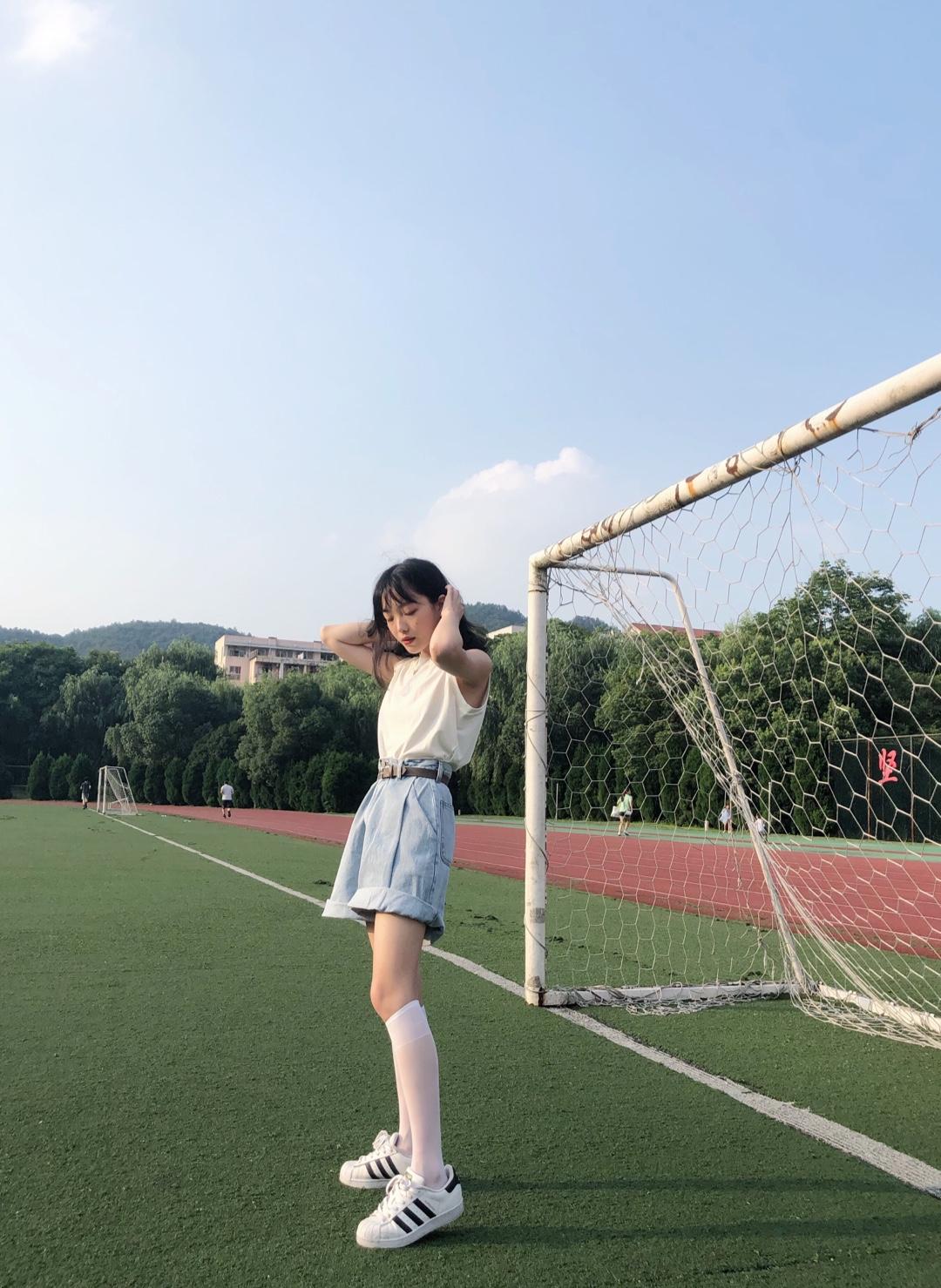 #矮妹许愿:优越大长腿get#越来越喜欢简单舒适的穿搭啦!简约不简单,都很普通的单品搭配在一起就是很好看!夏天就是要元气满满!