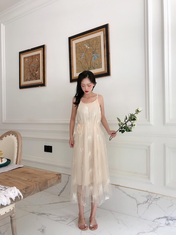 #日瘦15斤,一条裙子搞定!#  人手必入的裙子! 整体裙子都是用网纱面料 裁剪的时候非常小心 腰带可以两用 谁穿谁小仙女🧚🏻♀️ 🌸🌸🌸