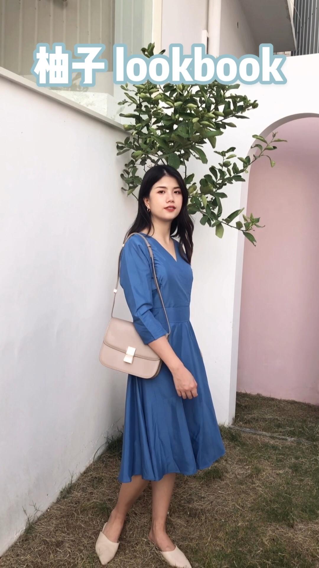 #高矮胖瘦皆宜:茶歇裙!#一周穿搭指南||超喜欢的一件裙子呢。亮蓝色比较衬肤色,茶歇裙的v领视觉上柔化肩颈线条 适合圆脸型的小仙女啦,腰线提高,大长腿说有就有啦