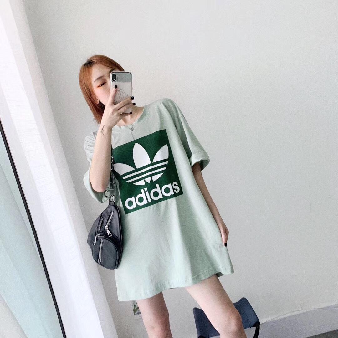 💚AD阿迪高雅绿这件t真的,这款颜色真的很特别,浅浅淡淡的绿,官网叫高雅绿,大大的版型,超级无敌显瘦了,显白显瘦#OOTD:今天穿什么?#