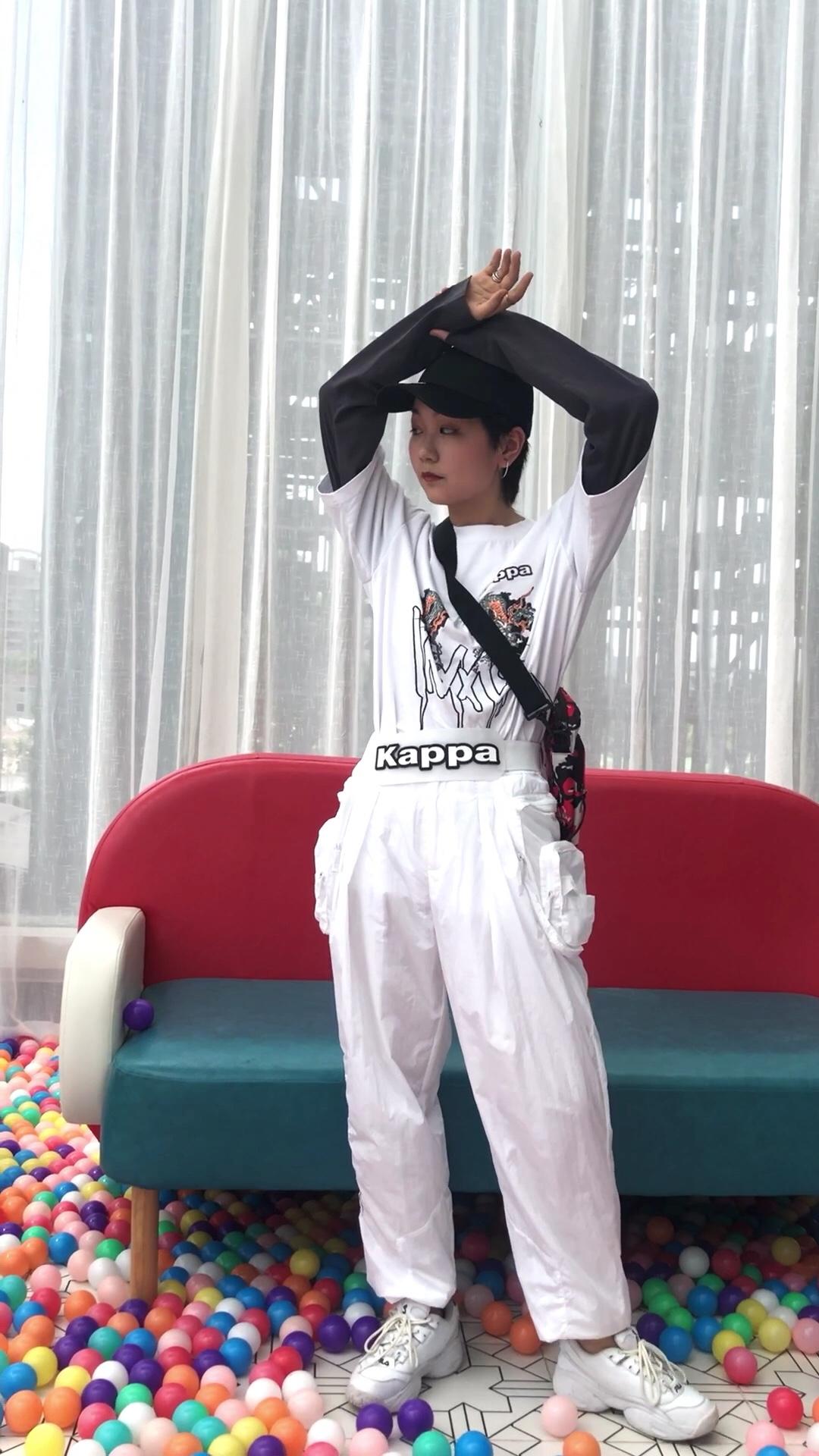 超酷运动机能穿搭 卫衣假两件设计省去搭配烦恼~ 棒球帽和一身搭配超级帅气的 #网红衣橱大公开,赶紧收藏!#