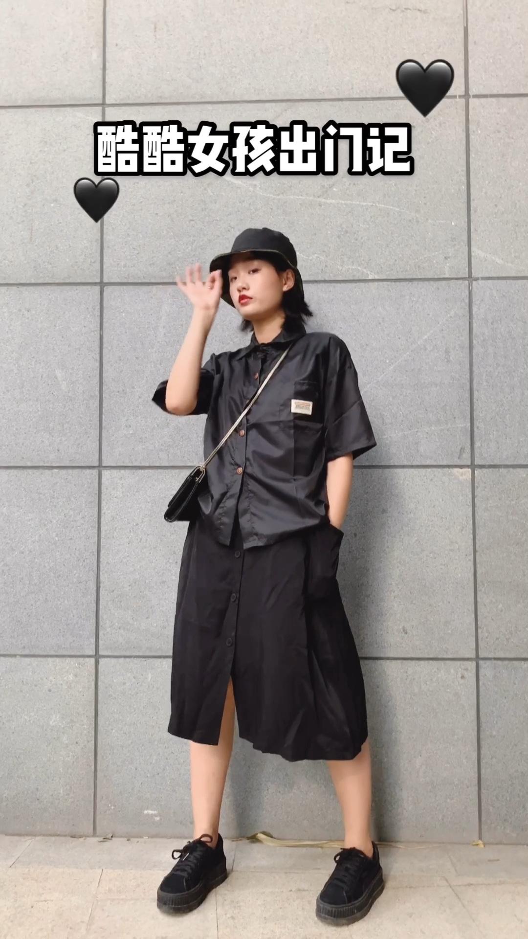最近看李现爱上了黑色啦!!!想变成现女友 显瘦又酷的颜色我首选黑色!!搭配草帽休闲又舒适哦!!! #120斤女孩怕热这么穿!#