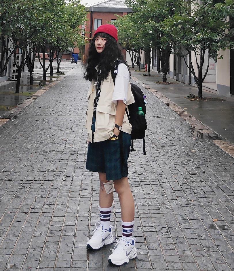 👔短袖1997邮政局;马甲yolioro;短裤珍妮宇航局 整体风格属于美式小复古,俏皮又有点酷#穿搭#
