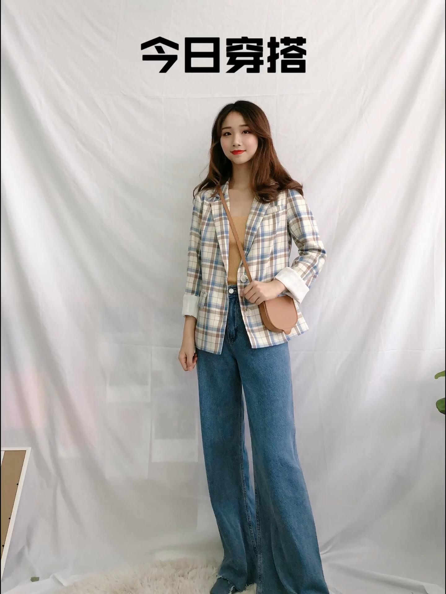 今日推荐:格子西装➕泫雅裤 好看指数🌟🌟🌟🌟🌟 显白指数🌟🌟🌟🌟🌟 时尚指数🌟🌟🌟🌟🌟 厚度:适中 特点:很韩国欧尼风的一套,我还是小个子的呢,裤子很显高~小西装很有个性#小个子女生夏日增高套装#