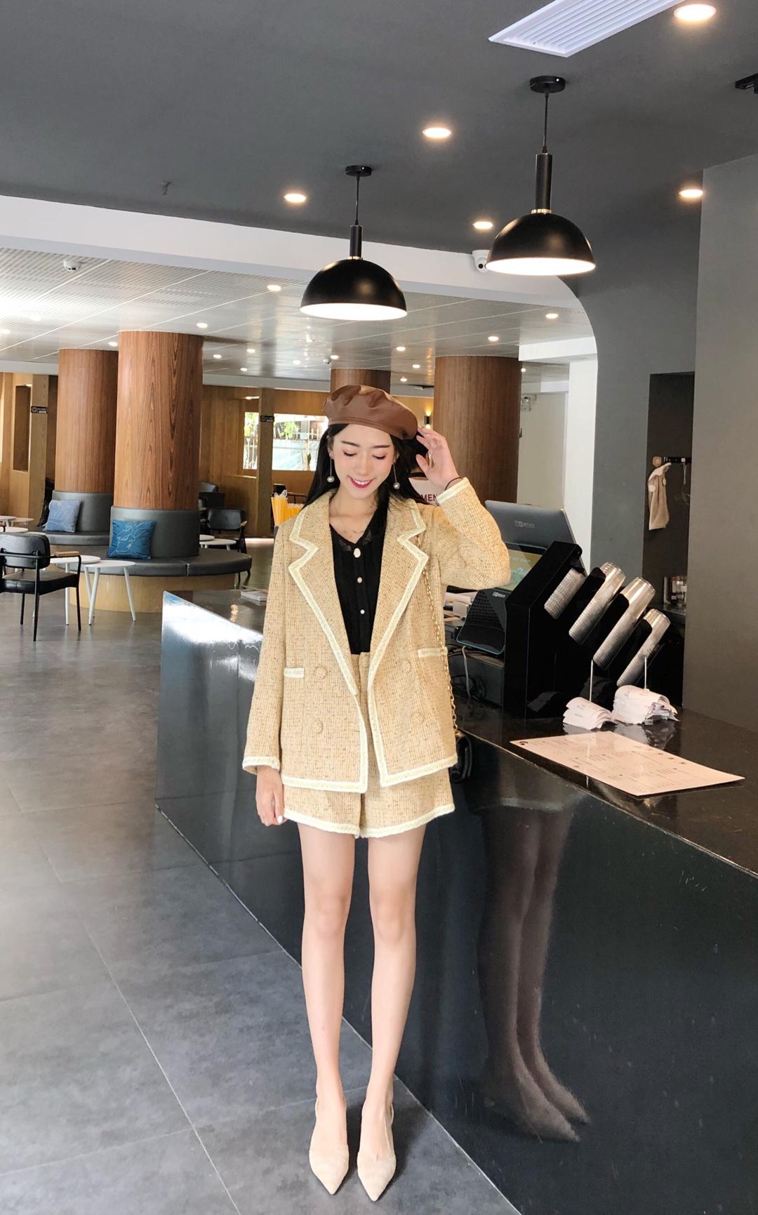 #2019早秋流行,我带你追!#小香风套装又来啦 气质两件套 让你瞬间变成女神姐姐  长腿mm不是梦