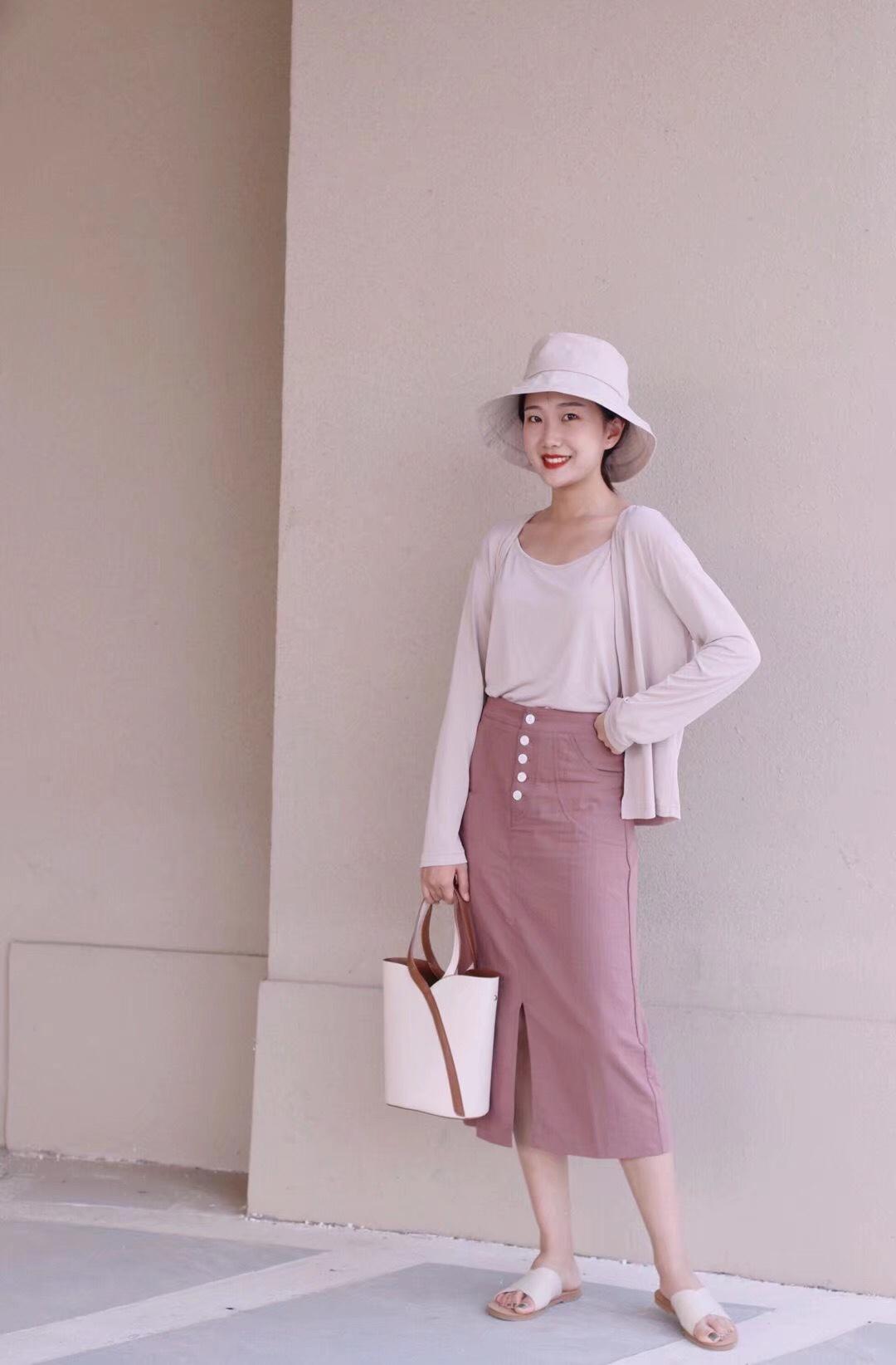 #七夕,今天我想穿它去约会!# 每日穿搭 分享一套温柔风穿搭 粉色系超适合七夕呀~ 针织衫简直是初秋必备,太好穿啦!