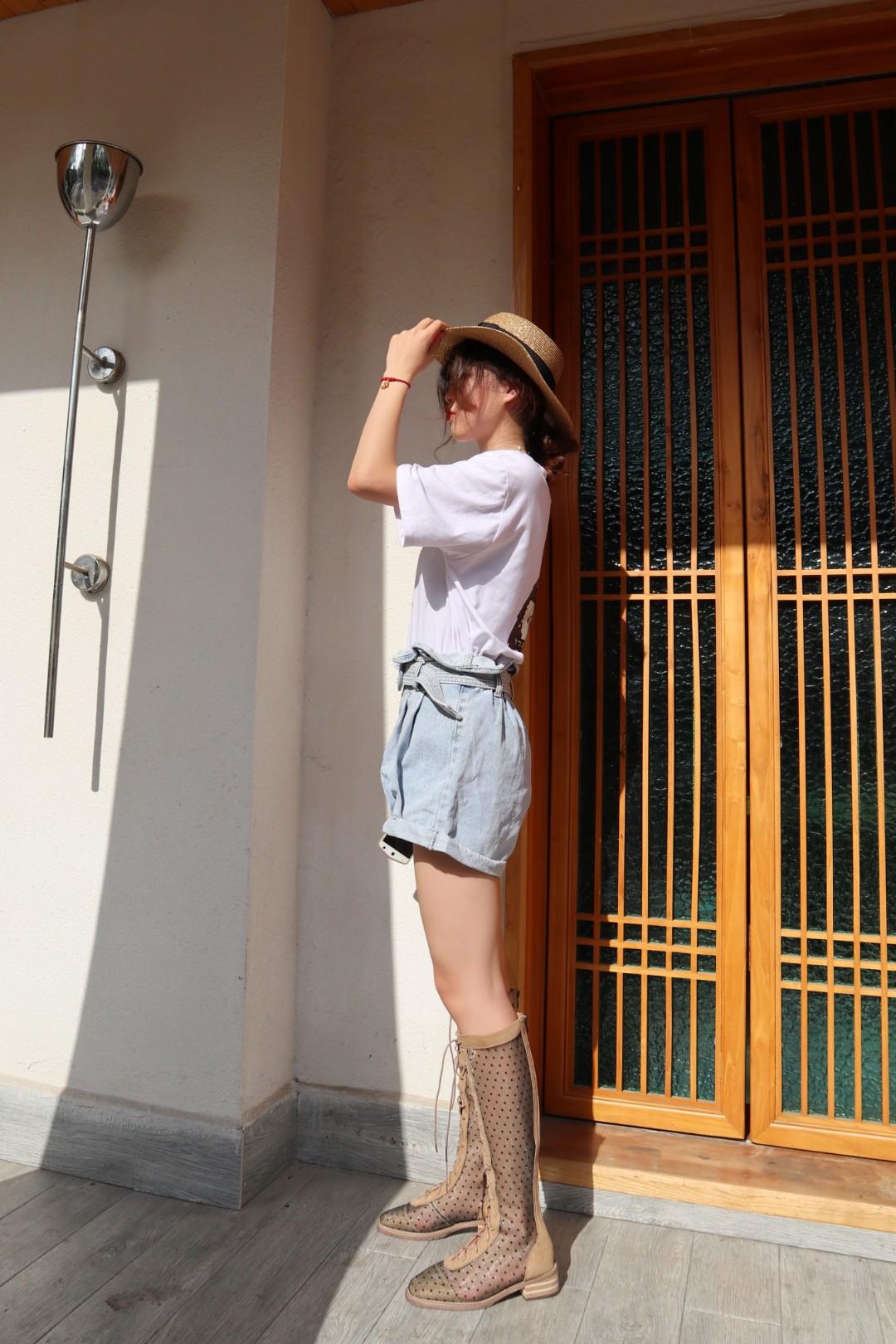 夏天能穿到这么潮的鞋子 想想都觉得街头风十足 很多人说太夸张 看不懂 hold不住 吧啦吧啦 其实自己上脚就知道 回头率高的很 比往年都更时髦  #显高套装,懒癌小矮妹照搬#