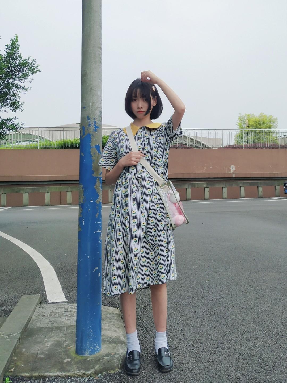 #胖女孩,8月显瘦穿搭速取#     🌸🌸🌸🌸  👗可爱的撞色裙子 🌸印花童趣可爱,版型偏大宽松 🌸是非常适合学生党的裙子 🌸搭配童趣透明包 🌸让整个人都变得可爱起来