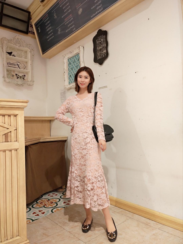 #七夕,今天我想穿它去约会!# 七夕好物:粉色蕾丝裙❤ 柔软的料子,穿上很有气质的感觉,好看大方,是男朋友喜欢的感觉没错了