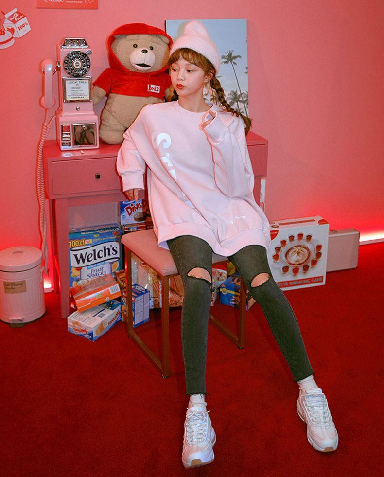 chuu粉色草莓系列卫衣 🐾甜甜的感觉又来啦😀 🐾宽松韩版,遮肉不在话下🙉 吃多少都不用担心喽😀 可爱甜美系列~🙉#遮pp神仙裙,秒变纸片人#