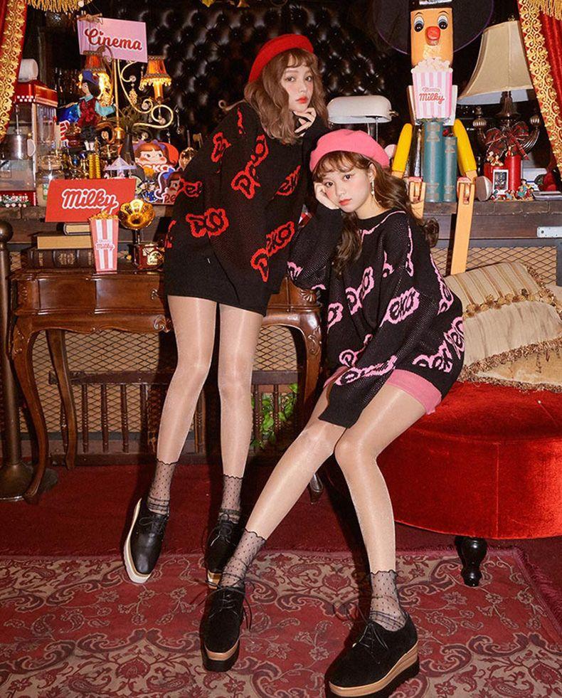 不二家联名系列的套头上衣😀 秋季再刷一波新品哦😀 🐾黑色加上时尚印花 又可以走在潮流的前端啦~🙉#网红风,教你一套出街!#