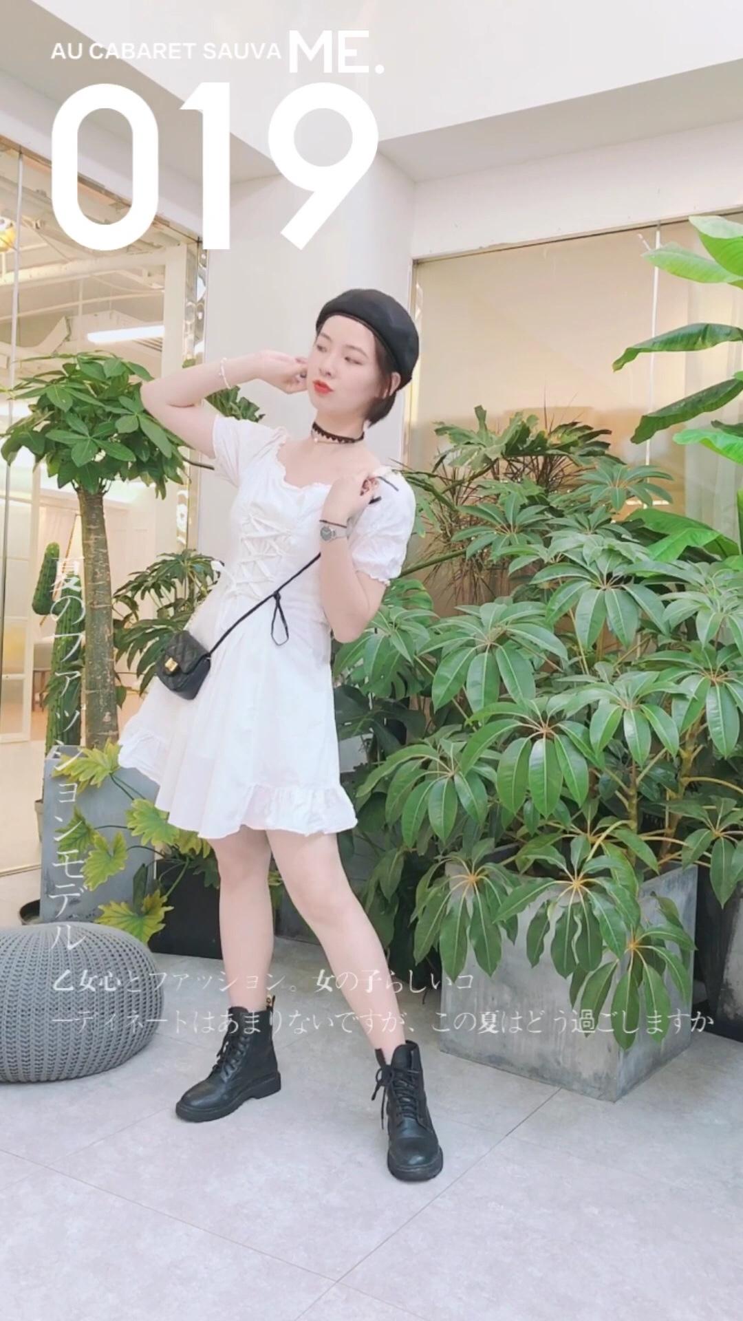 超级甜美的绑带连衣裙 搭配黑色贝雷帽和马丁靴 酷酷的! #仙女裙,俘获男神就靠它#