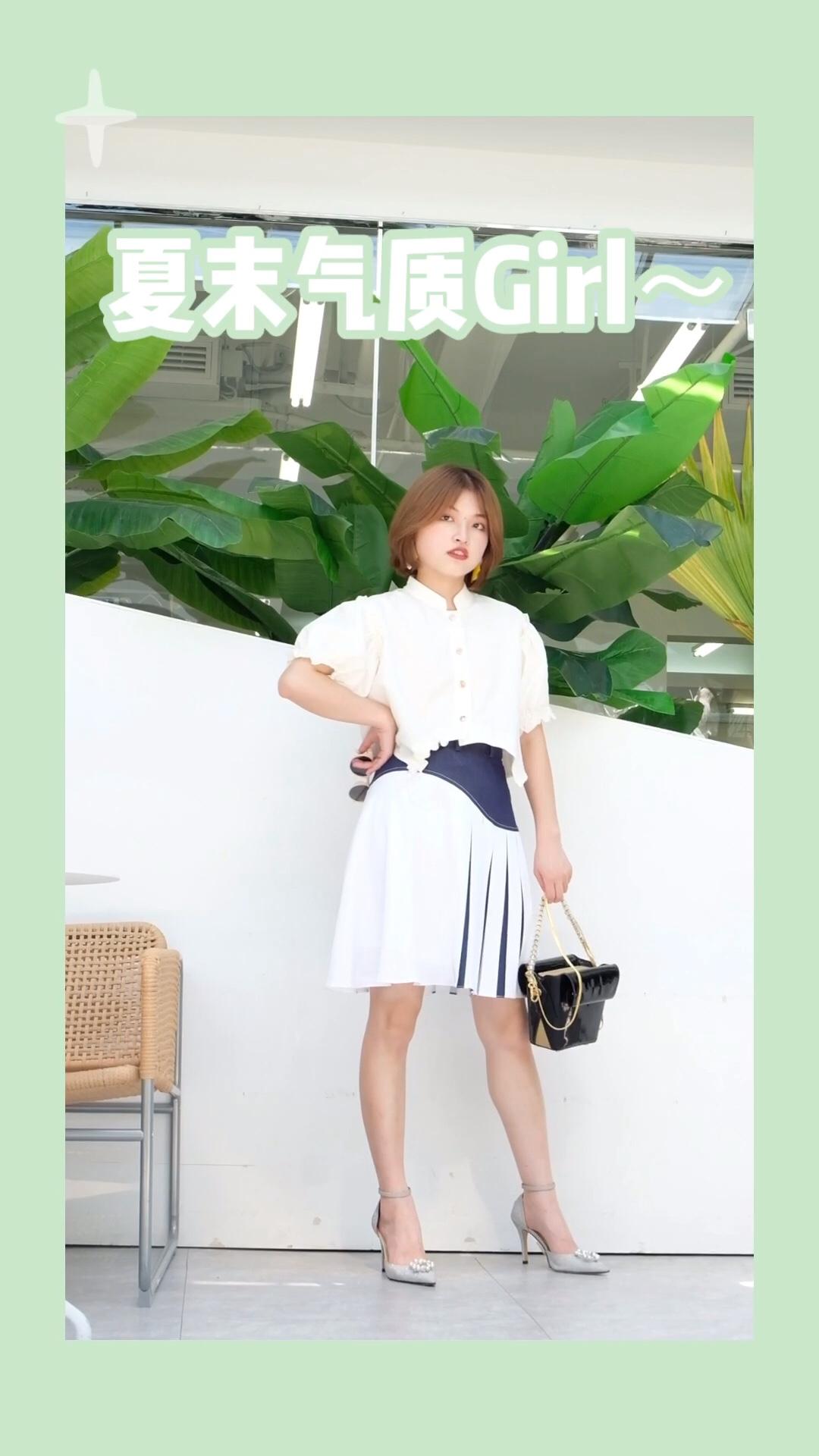 #蘑菇街新品测评# 简洁大方的白色衬衫 穿出满满优雅气质 搭配上拼色丝带半身裙 白色与白色的呼应 很适合去约会呀!
