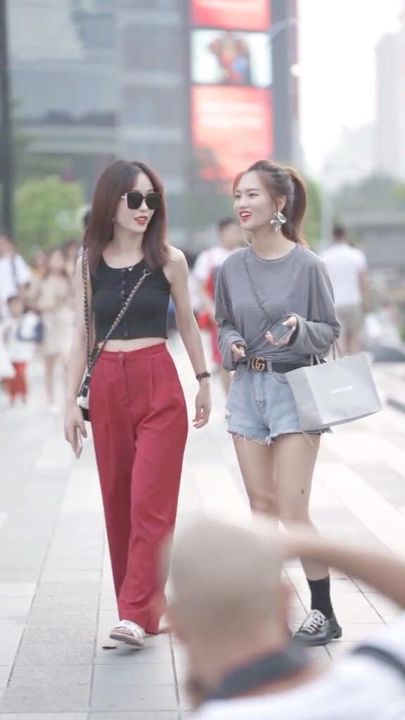 我喜欢在街上看别人的微笑! #夏末打折季好物盘点#