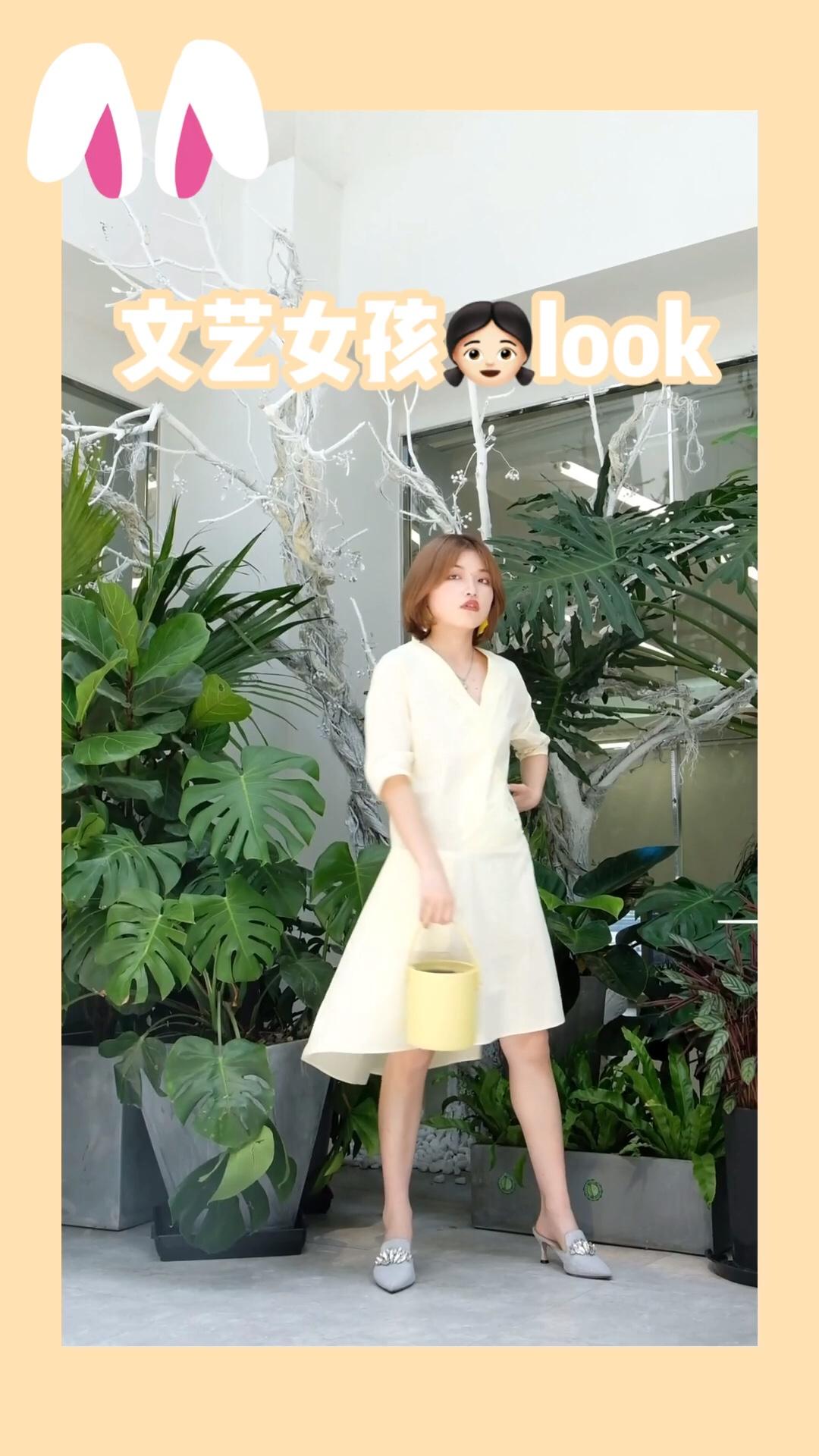 #蘑菇街新品测评# 今年夏天很流行黄色连衣裙噢 黄色代表明亮 很适合夏天呢 不会夸张的颜色  很有小清新的调调 穿上身时尚又百搭 秒变优雅小女人!!!