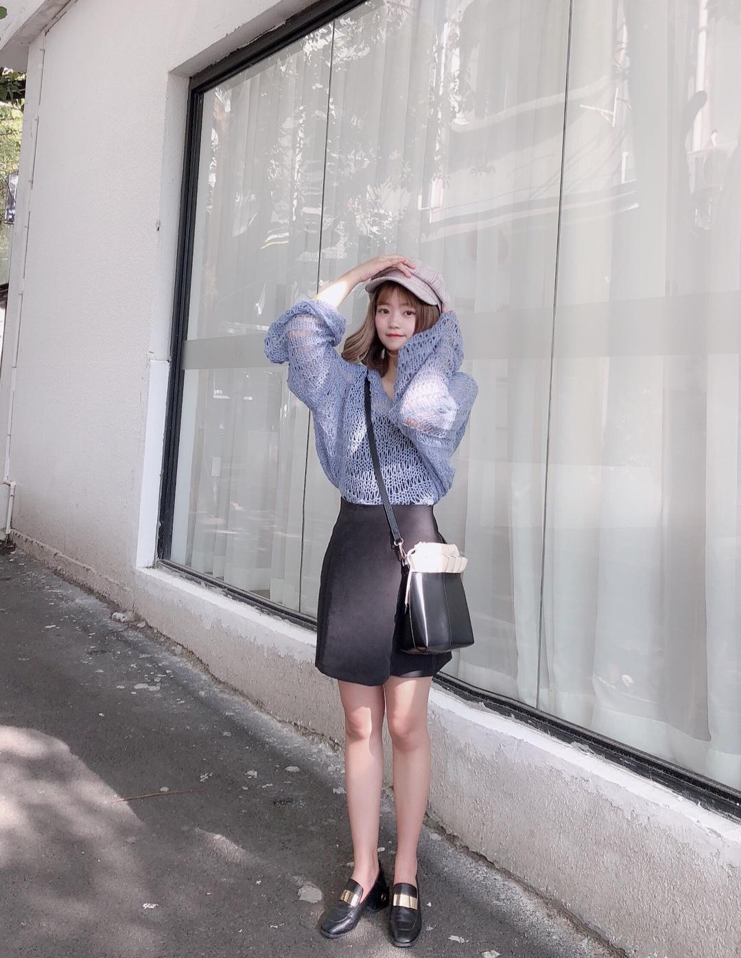 #这条半身裙,专治腿粗~#  薄薄的针织衫来辽!搭配半裙很温柔哦~ 很适合小个子的一套 甜甜的感觉~ 搭配八角帽很韩范哦