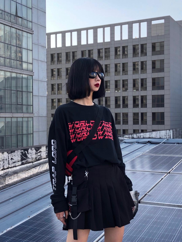 #入秋单品王,这件最上头# 黑红配色真的无敌啦 下装搭配黑色小短裙就很nice