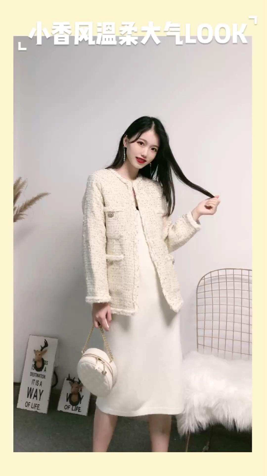 #秋装上新穿搭打卡#  奶白色系超温柔 大爱这件小香风外套 气质满分 里面搭配一条同色裙 好看极啦