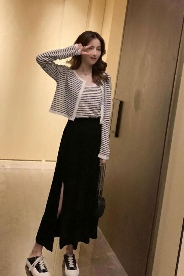 时尚套装2019秋季新款条纹开衫+吊带背心+长款半身裙三件套