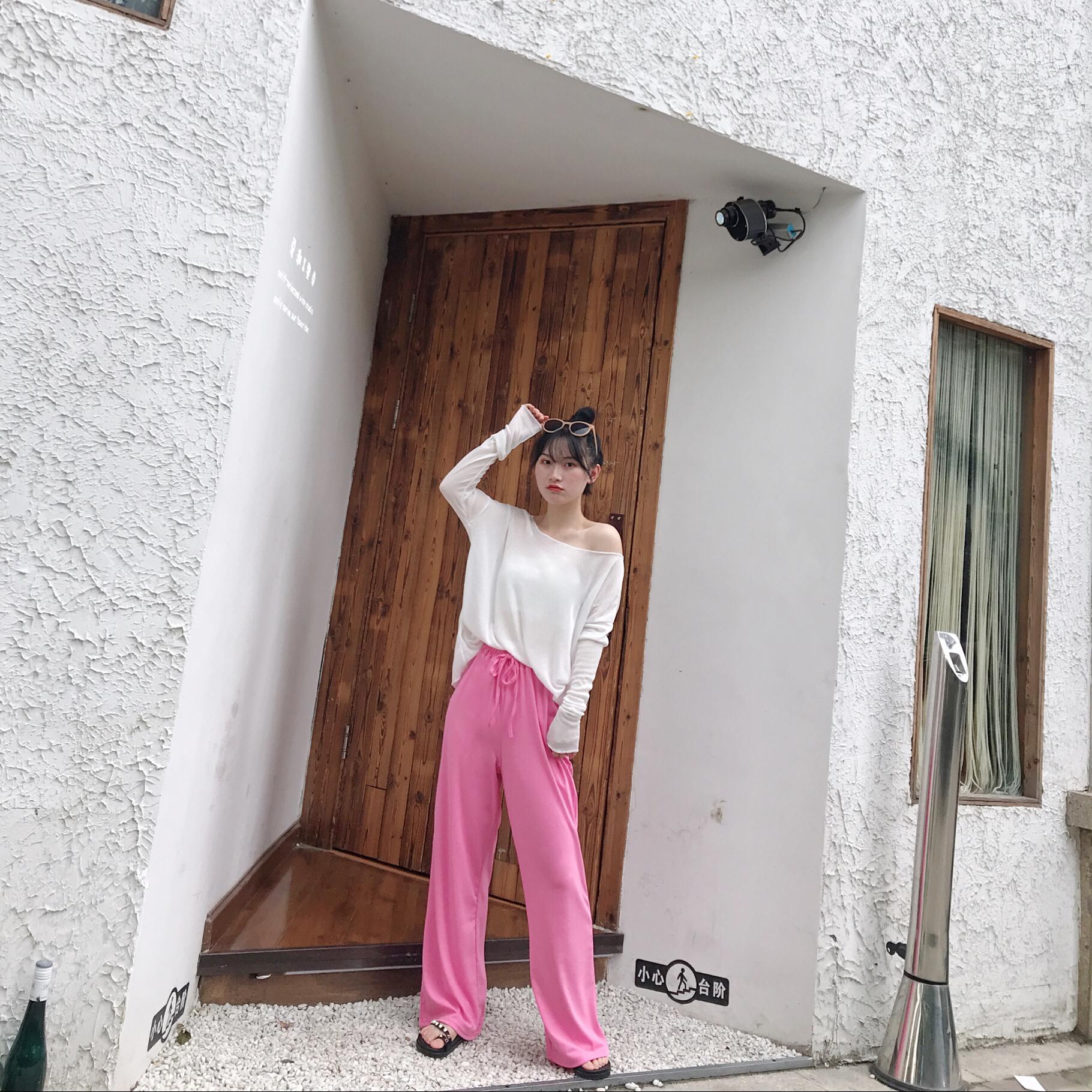"""#""""听我的"""",小个子入秋这么穿!# 白色针织衫+粉色拖地裤 矮个子值得入手的一套啦~超级温柔显瘦的 面料也是很舒服~"""