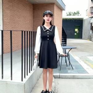 #朋友圈最受欢迎女孩穿搭#这款真的自己很喜欢的啦~很合适秋季的一款连衣裙,上身修身显瘦的哦~黑色学院风翻领设计,单排扣,白色泡泡袖真的很遮肉肉哦