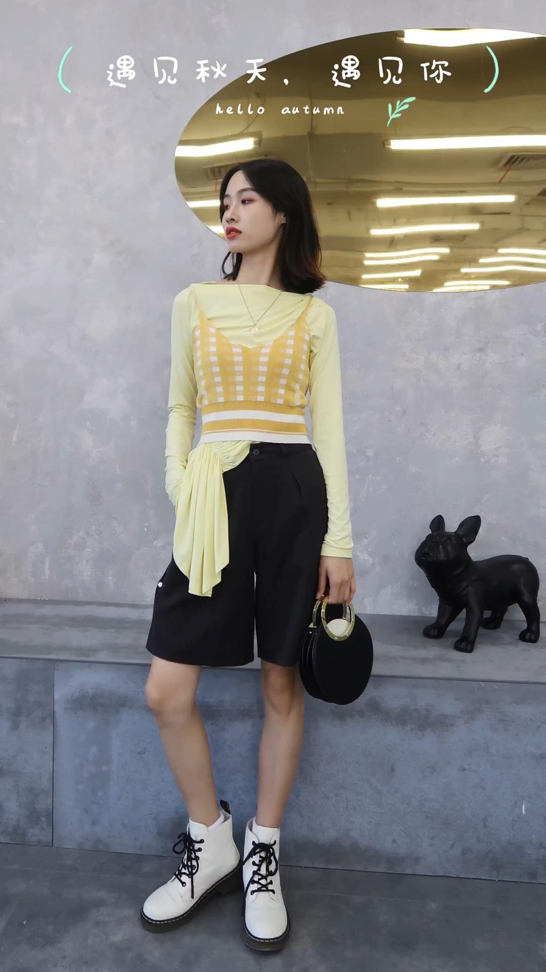 #入秋单品王,这件最上头# 166 cm 46kg H身材 上衣:黄色衬衫➕格子背心 裤子:黑色5分裤 适合场合&季节:秋季、出游 风格:简约、韩范、气质