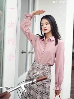 #秋装上新穿搭打卡# 秋日也要做粉粉甜蜜宝贝💕 粉色系穿搭,甜美元气又可爱~ 约会这样穿很合适哦!
