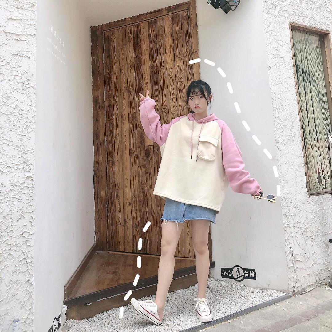 #秋装上新穿搭打卡#嘻嘻今天是小可爱风格~ 超级学院风的一件卫衣 给个一种强烈的保护欲hh~清新可爱