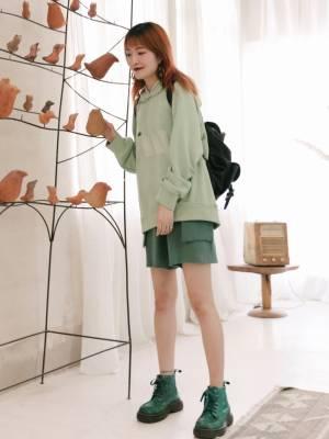 #秋装上新穿搭打卡# 超赞的同色系穿搭,不仅色调协调, 还可以利用颜色拉开层次,时髦轻松Get。 一整身的绿色系也很清新怡人。