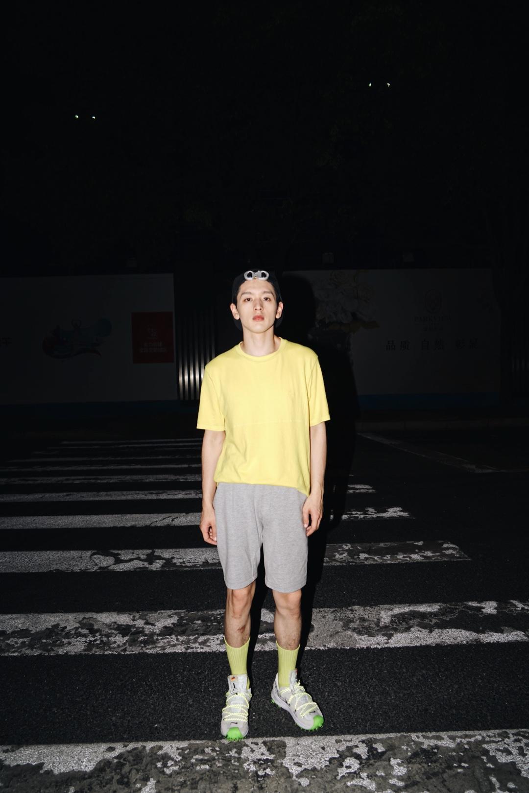 💚 夜跑穿什么|亮眼cityboy 🎩Dior 机能不造作  👕Lacoste 超软不变形  👖Lululemon 舒服到跳探戈  🧦almond rocks 最潮没有之一  👟OW x Nike Zoom Terra Kiger 5 不爱跑步的人最值得买的跑步鞋   #ootd#