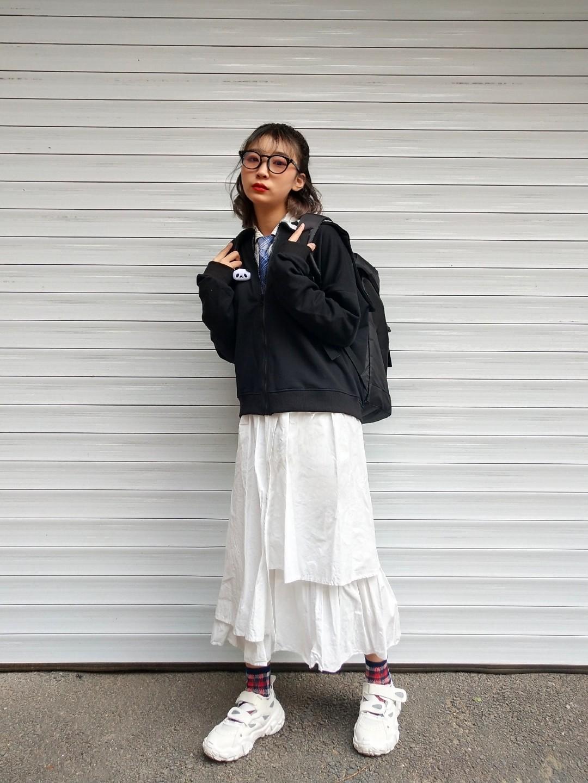 女生日常穿搭 | 秋季温柔学院风穿搭 海军领针织外套 百褶裙半身裙 格子复古袜子 白色运动鞋运动鞋 黑框眼镜#网红爆款针织外套,安排!#