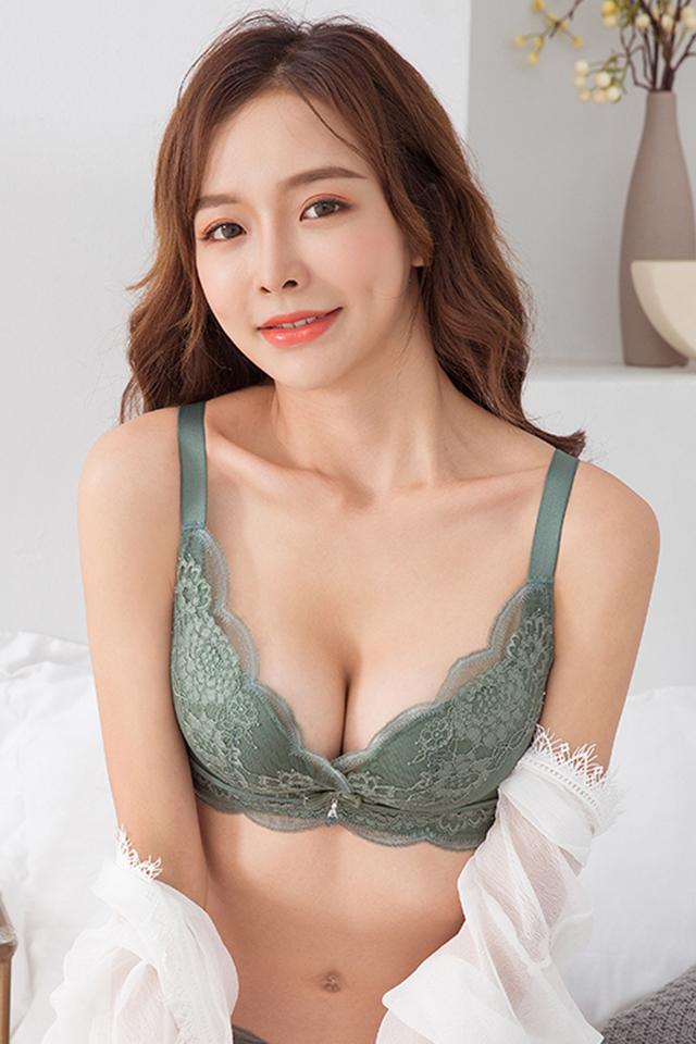 蕾丝内衣女无钢圈聚拢小胸罩收副乳性感文胸上托防下垂调整型厚薄