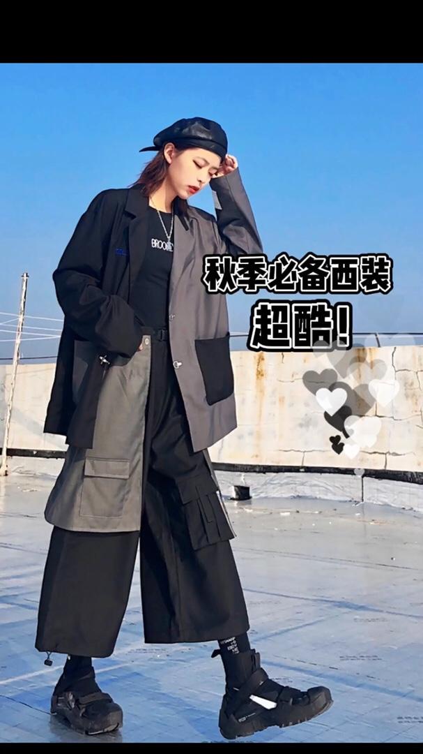 #十一约会穿搭,一招搞定男神!# 黑灰拼接西装超🆒 衣服裤子和谐感很强