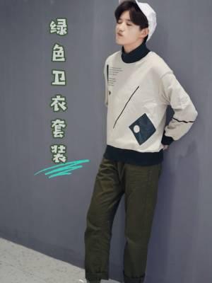 #十一约会穿搭,一招搞定男神!# 超特别的灰绿色卫衣 印花图案特别有设计感 搭配颜色呼应的军绿色长裤 整体和谐又好看