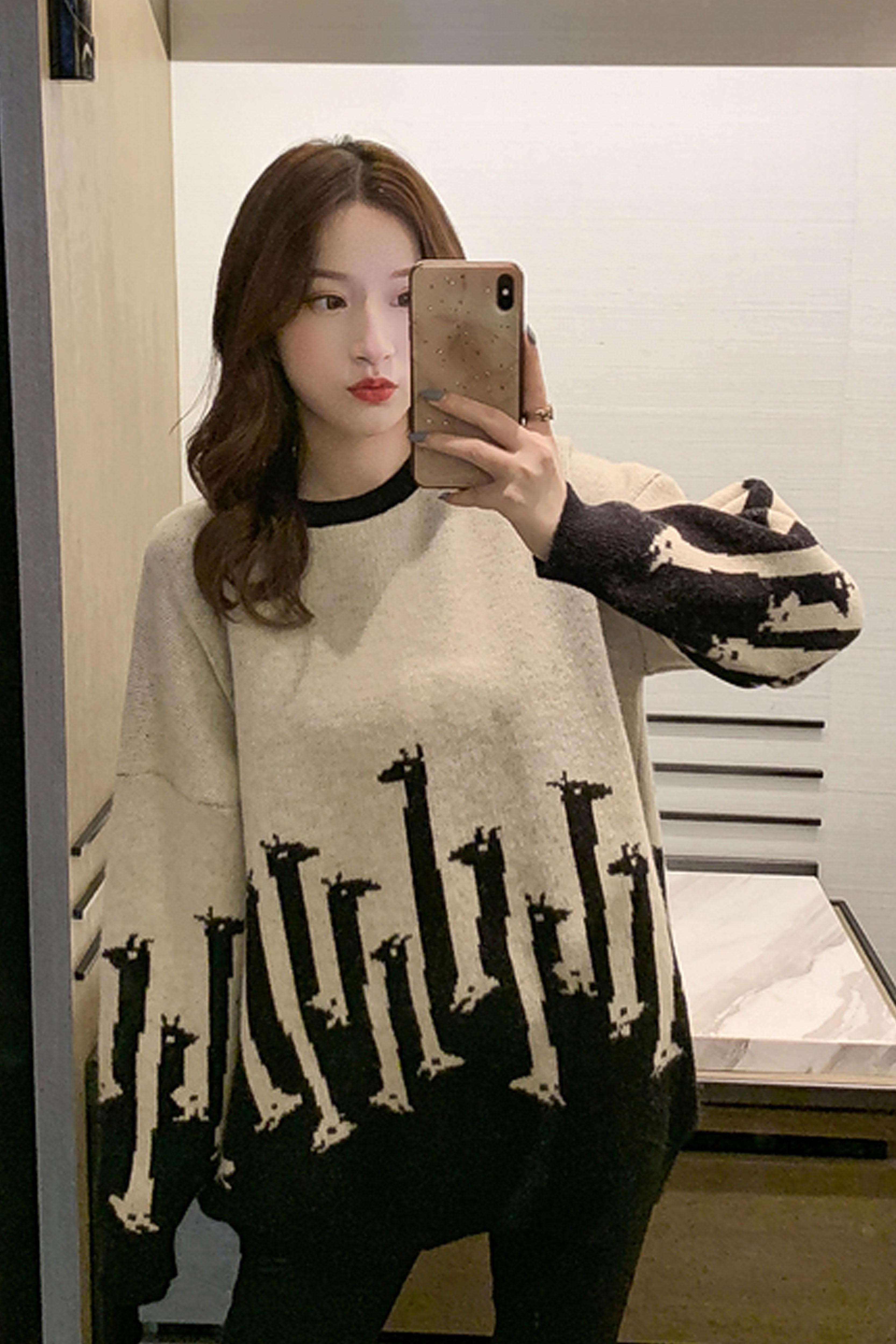 长颈鹿图案印花毛衣女2019秋冬季新款女装韩版宽松套头针织衫