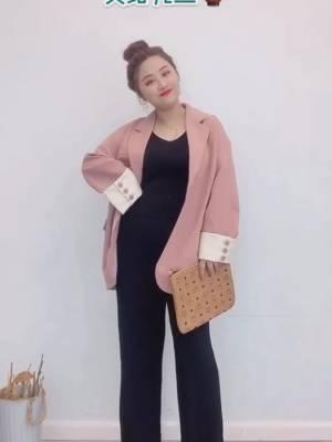 """#双11梨形身材如何""""瘦""""十斤?#  想要显瘦的女生不要选择过于紧身或者肥大的上衣,腰部要选择简洁款式……"""