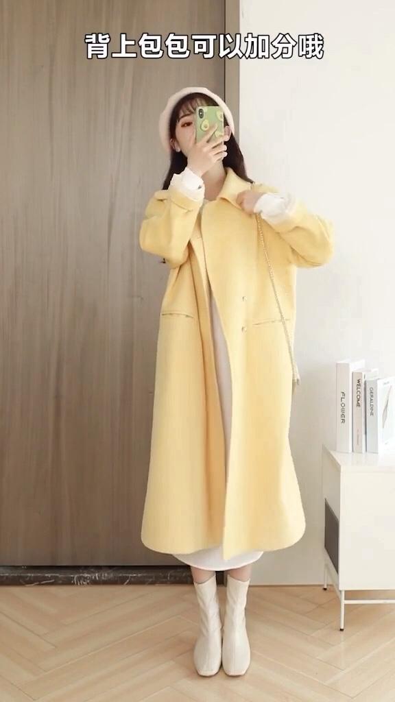 #双11秋冬必买单品大PK#  长长的毛呢外套,一般习惯于称其为毛呢大衣,下摆及膝,尽显女神气质……