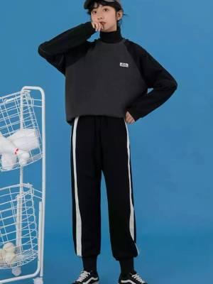 一款颜色非常好看显白的套头卫衣,可以单穿,也可以做内搭,也可以搭配高领针织,非常的百搭#双十一卖爆了的显瘦单品!#