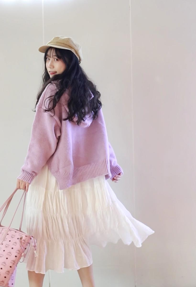 #双11网红爆款套装榜单!#  粉粉嫩嫩的小可爱~~~ 喜欢吗嘻嘻 小个子女生必入连衣裙!!! 白色的连衣裙是百搭 搭配什么风格都可以 外面搭配什么风格的毛衣整体就是什么风格 这次搭配的是粉紫色毛衣 甜美风路线