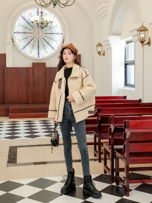 秋冬羊羔毛外套必入的款!米杏色真的好看又百搭~毛绒绒的外套穿起来巨舒服又保暖。#入冬警告!羊羔毛外套等你来秒#