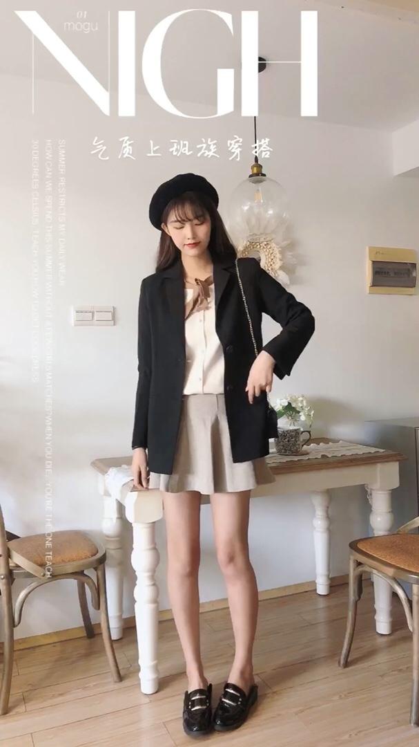 #心机!冬季怎么穿出神仙身材?# 秋季穿着很气质的风格啦 上身很有范儿啦 黑色的西装外套加身很酷啦 内搭针织衬衫和韩版半身裙 又甜又盐的穿搭很适合秋季的甜酷女孩啦