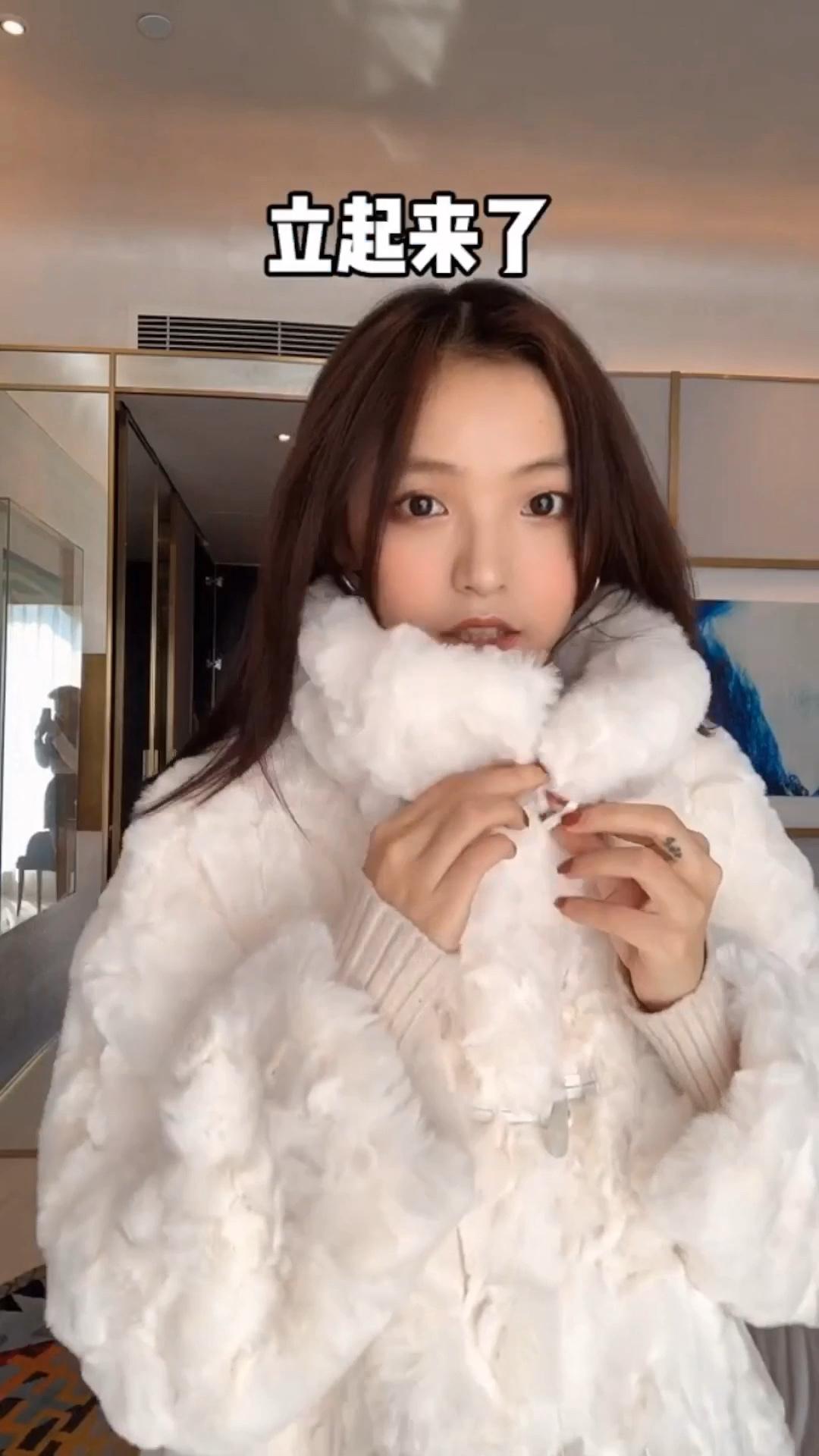 下雪啦,你去赏雪一定要有这一件大衣。#你的冬天就是缺了这件呢大衣#