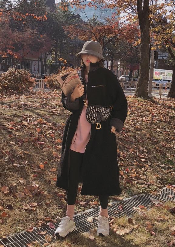 #冬日羊羔毛女友风,心动了!#블랙에 그레이의 조화로 고급스럽게 나왔구요,허리스트링을 안쪽에 숨겨 겉에서는 깔끔하게 마감되어,온가족이 함께 입으실수있는 실용만점 아이예요🐭
