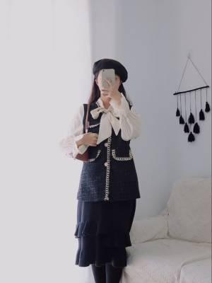 小个子穿搭分享  -  身高158 体重45  -  有点儿复古感的小香风穿搭 上衣真的超好看 袖子和领口的设计太喜欢啦  #南方姑娘未来三天穿搭攻略#